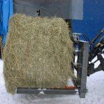 牧草ロールの牛舎内への移動装置の開発