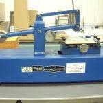 クレメンス型引っかき硬度試験機